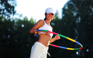 Упражнения с хула-хупом для похудения: какой выбрать обруч