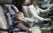 Можно ли возить ребенка на переднем сидении: подробности